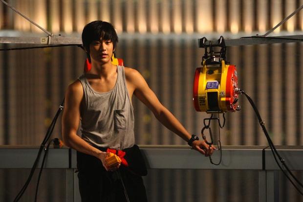 The Thieves - phim cũ rích bỗng hót hòn họt: Jeon Ji Hyun - Kim Soo Hyun ngầu bá cháy lại thêm chuyện trộm cắp cuốn thôi rồi! - Ảnh 7.