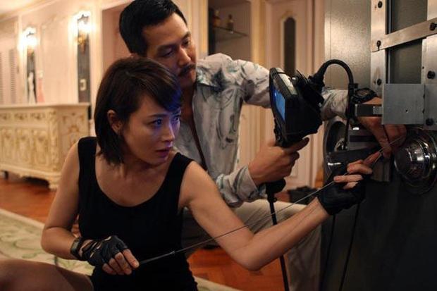 The Thieves - phim cũ rích bỗng hót hòn họt: Jeon Ji Hyun - Kim Soo Hyun ngầu bá cháy lại thêm chuyện trộm cắp cuốn thôi rồi! - Ảnh 8.