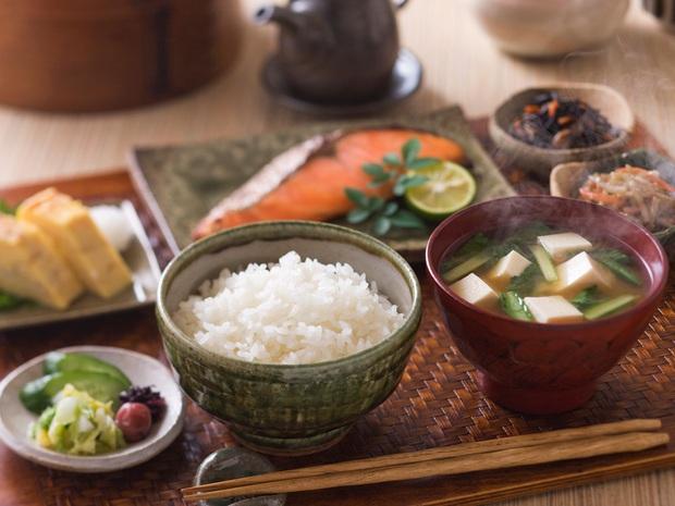 Tại sao làn da của phụ nữ Nhật luôn đẹp hơn những nước khác? Đó là do họ cứ duy trì 5 thói quen nhỏ mà có võ mỗi ngày - Ảnh 2.