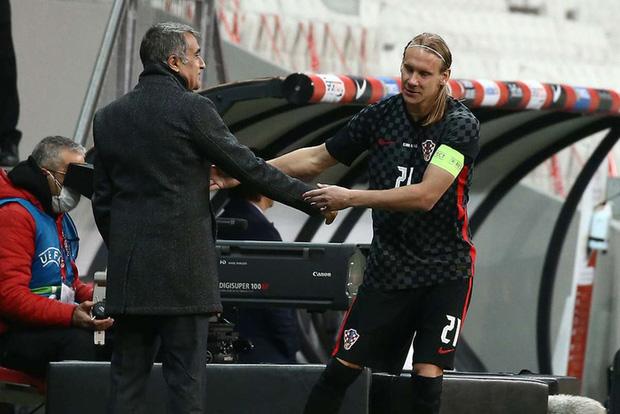 Sốc: Đội trưởng tuyển Croatia bị thay ra giữa trận vì phát hiện dương tính Covid-19 - Ảnh 2.