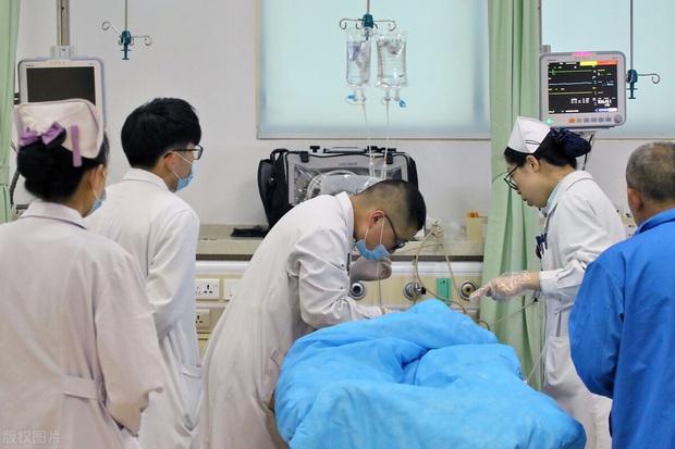 Thích uống trà để sống khỏe như người Nhật, ai ngờ chàng trai Trung Quốc mắc ung thư thực quản: 3 thói quen sẽ rất rắc rối nếu không thay đổi - Ảnh 1.