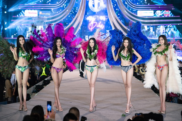 Bỏng mắt clip Top 35 HHVN 2020 trình diễn bikini đúng kiểu Victoria's Secret, vedette Tiểu Vy khoe vòng 1 đồ sộ qua camera thường - Ảnh 4.