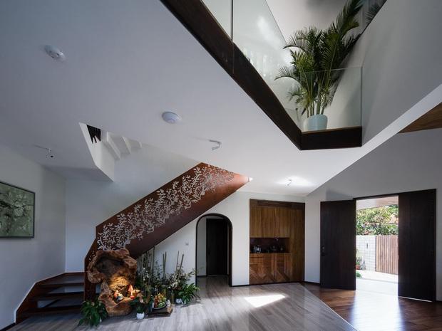 Có mảnh đất 700m2, gia chủ ở Thảo Điền, TPHCM xây nhà với cảm hứng từ ruộng bậc thang, bước vào bên trong không thể ấn tượng hơn - Ảnh 8.