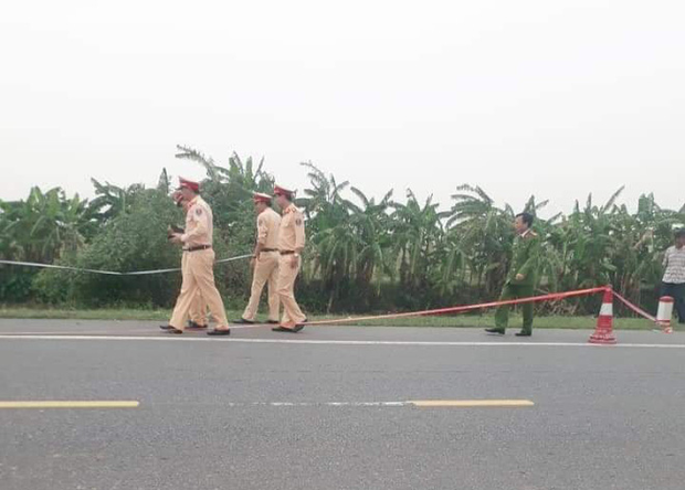 Ninh Bình: Tai nạn giao thông kinh hoàng khiến 3 người thương vong, trong đó có 1 người rơi xuống sông - Ảnh 1.