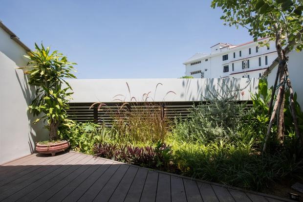 Nằm sâu trong con ngõ nhỏ Hội An, ngôi nhà vẫn ngập tràn nắng gió bởi tư duy thiết kế khoa học của kiến trúc sư - Ảnh 11.
