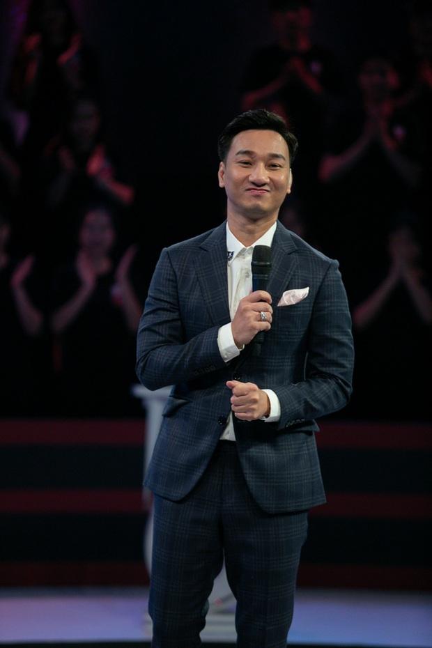MC Thành Trung xin phép trực tiếp nhà báo Lại Văn Sâm khi một lần nữa thay thế ông làm host show thực tế - Ảnh 2.