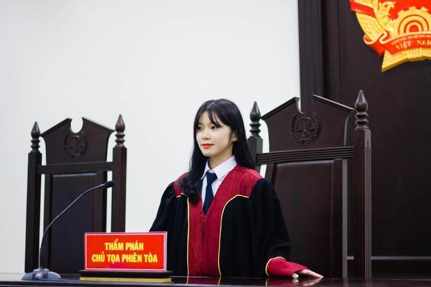 Nữ sinh 21 tuổi ngồi ghế Thẩm phán được dân mạng xin info không ngớt vì quá xinh - Ảnh 2.