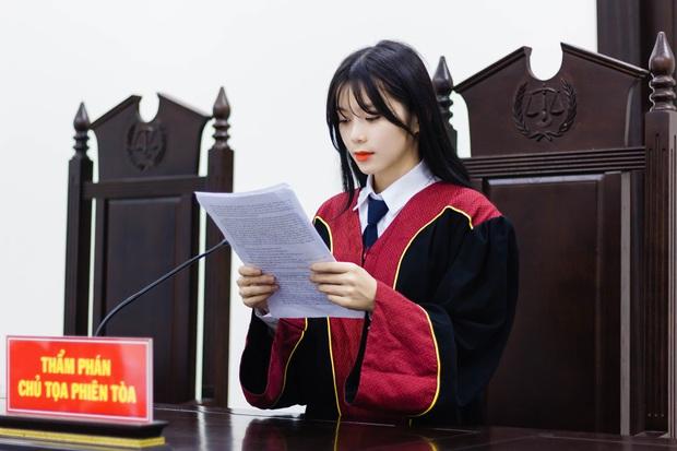 Nữ sinh 21 tuổi ngồi ghế Thẩm phán được dân mạng xin info không ngớt vì quá xinh - Ảnh 3.