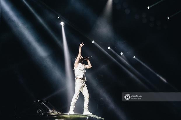 Trong full set 3 tỷ rưỡi Ricky Star mặc tại Rap Việt có chiếc áo giống Sơn Tùng M-TP, netizen mở cuộc bàn phím chiến rất xôm! - Ảnh 4.