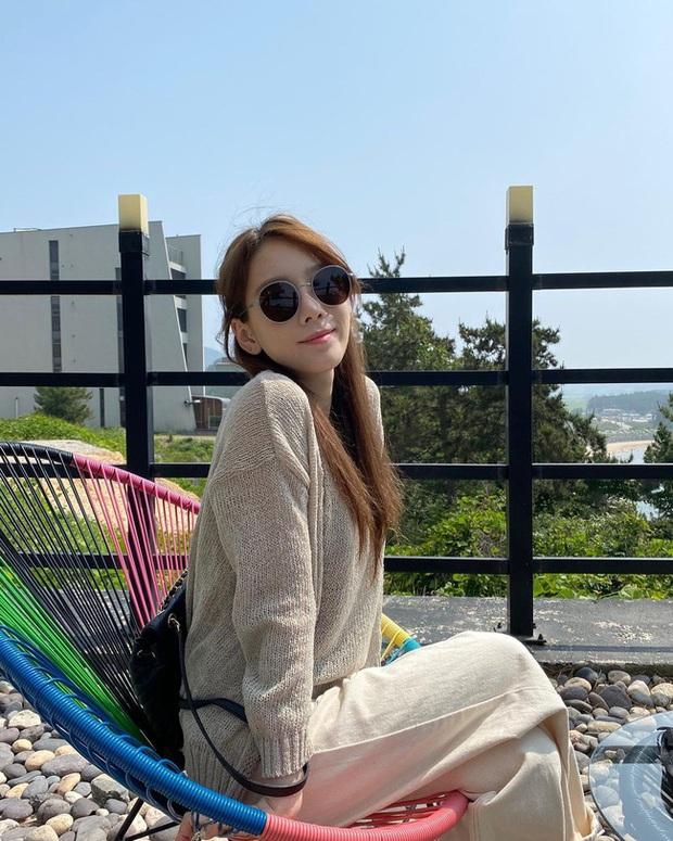 Muốn trông trẻ măng sành điệu, các nàng hãy học style của chị đại Taeyeon ngay đi! - Ảnh 7.