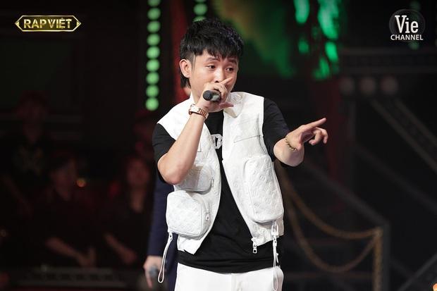Trong full set 3 tỷ rưỡi Ricky Star mặc tại Rap Việt có chiếc áo giống Sơn Tùng M-TP, netizen mở cuộc bàn phím chiến rất xôm! - Ảnh 6.