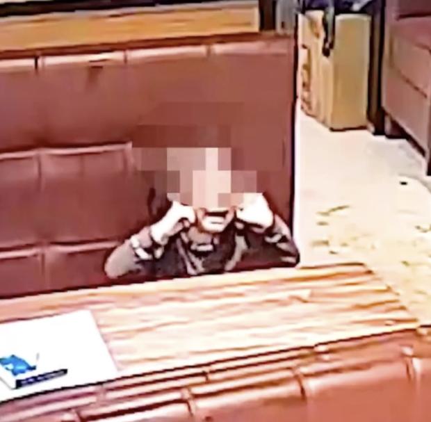 Người đàn ông bất ngờ hất thẳng nồi lẩu sôi vào mặt nữ thực khách gây ẩu đả lớn tại nhà hàng chỉ vì lý do nhỏ nhặt - Ảnh 4.