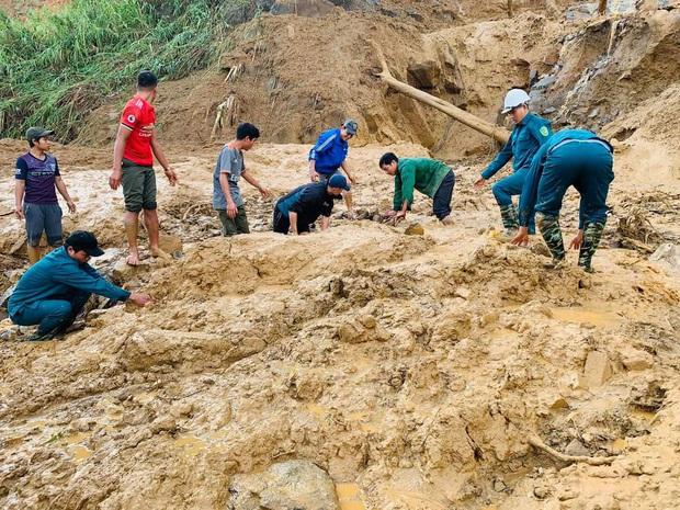 Vụ sạt lở vùi lấp 13 người ở Phước Sơn: Tìm thấy 1 thi thể trẻ em ở hiện trường, 1 thi thể dưới lòng hồ thuỷ điện - Ảnh 1.