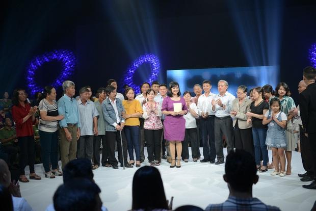 Như Chưa Hề Có Cuộc Chia Ly chính thức trở lại: 45 năm lưu lạc, 8 tiếng tìm thấy nhau nhờ cộng đồng mạng, 5 anh em khóc ngất trên sân khấu - Ảnh 6.