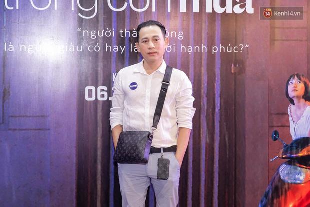 Quỳnh Anh Shyn tím lịm tìm sim, chặt đẹp Wowy và dàn sao xịn tại thảm đỏ ra mắt Sài Gòn Trong Cơn Mưa - Ảnh 18.