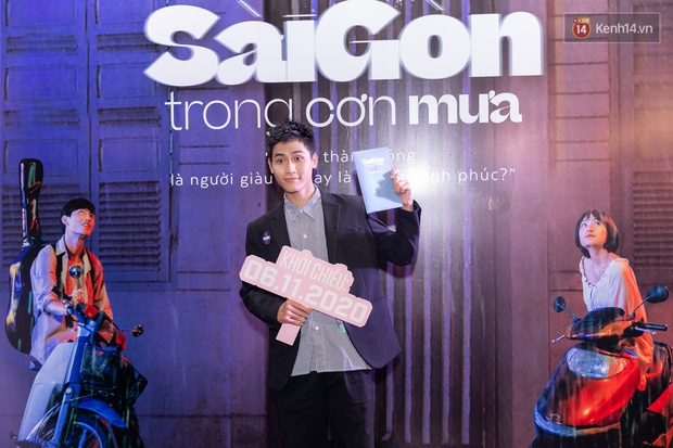 Quỳnh Anh Shyn tím lịm tìm sim, chặt đẹp Wowy và dàn sao xịn tại thảm đỏ ra mắt Sài Gòn Trong Cơn Mưa - Ảnh 17.