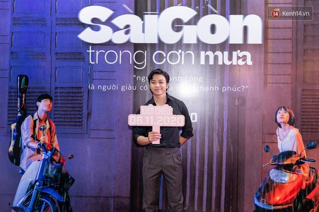 Quỳnh Anh Shyn tím lịm tìm sim, chặt đẹp Wowy và dàn sao xịn tại thảm đỏ ra mắt Sài Gòn Trong Cơn Mưa - Ảnh 11.