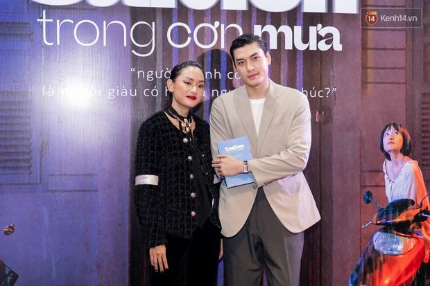 Quỳnh Anh Shyn tím lịm tìm sim, chặt đẹp Wowy và dàn sao xịn tại thảm đỏ ra mắt Sài Gòn Trong Cơn Mưa - Ảnh 15.