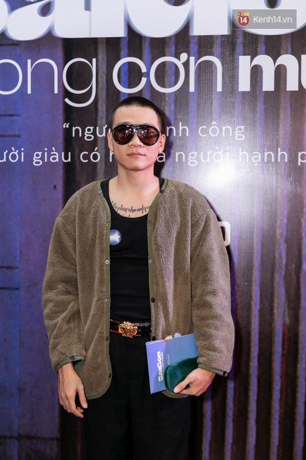 Quỳnh Anh Shyn tím lịm tìm sim, chặt đẹp Wowy và dàn sao xịn tại thảm đỏ ra mắt Sài Gòn Trong Cơn Mưa - Ảnh 6.