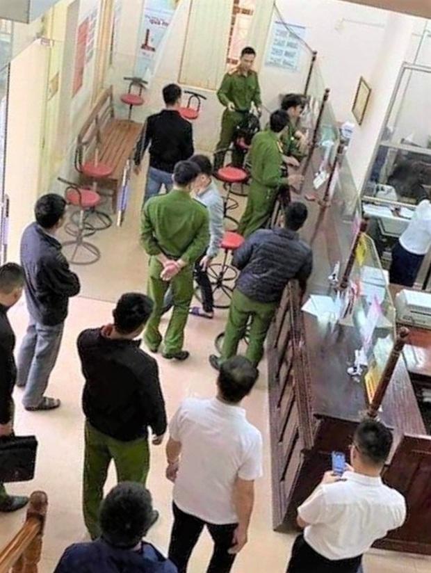 Đối tượng cướp ngân hàng ở Hòa Bình lẩn trốn tại Hà Nội đã bị bắt - Ảnh 3.