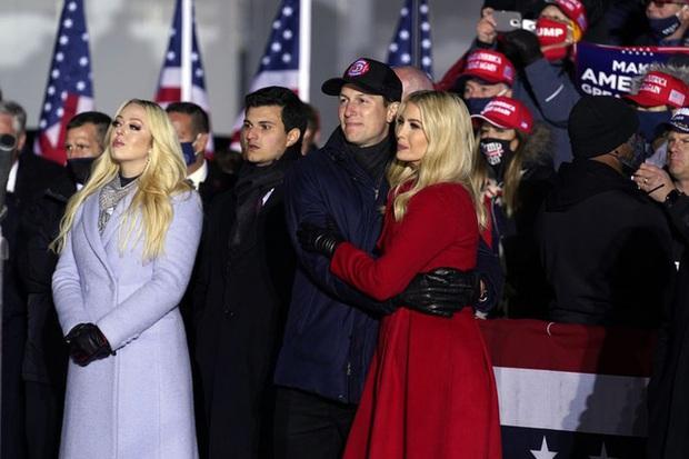 Nữ thần Ivanka Trump: Điều tuyệt nhất trong chiến dịch tranh cử của Tổng thống Trump, phá vỡ kỷ lục của ông Obama và xây dựng biểu tượng hoàn mỹ - Ảnh 4.