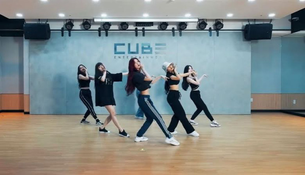 Idol da trắng không thiếu nhưng bật tông như 4 mỹ nhân Kpop này thì là của hiếm, Dahyun - Taeyeon dìm sạch cả đồng đội - Ảnh 13.