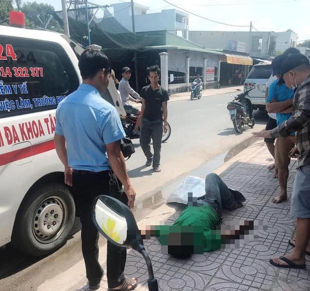Người đàn ông bị bạn nhậu đâm tử vong với con dao dính trên bụng ở Sài Gòn - Ảnh 1.