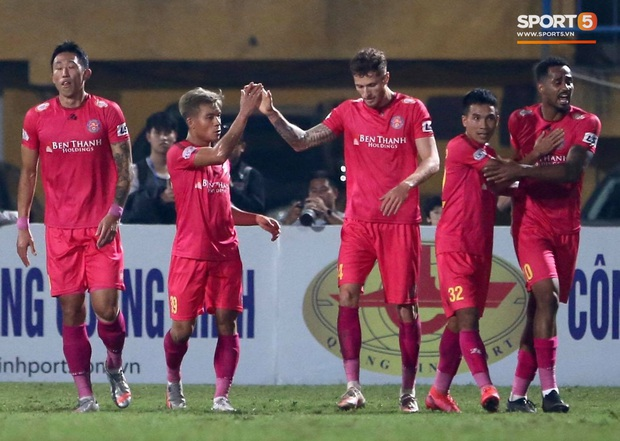 Trở lại sau chấn thương, Đoàn Văn Hậu mắc lỗi trong cả 2 bàn thua của Hà Nội FC - Ảnh 3.