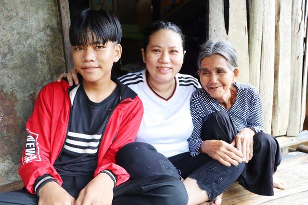 Bố mẹ mất khi đi làm thuê, 2 anh em sống lay lắt bên bà ngoại già yếu: Có bữa nhà hết gạo, con phải nhịn đói đi học - Ảnh 13.
