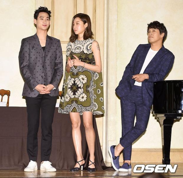 Khi chị đại xứ Hàn khiến tài tử cực phẩm không dám tới gần: Kim Soo Hyun e dè tận 2 mỹ nhân, Ha Ji Won như bị phân biệt đối xử - Ảnh 13.