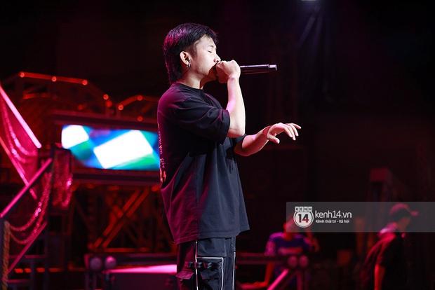 Độc quyền hậu trường Rap Việt: Suboi kề vai bá cổ với bộ 3 nghiêm túc Touliver - Rhymastic - JustaTee - Ảnh 5.