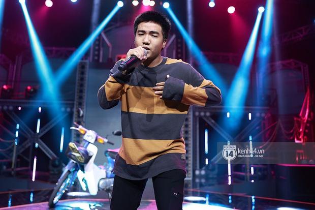 Độc quyền hậu trường Rap Việt: Suboi kề vai bá cổ với bộ 3 nghiêm túc Touliver - Rhymastic - JustaTee - Ảnh 9.