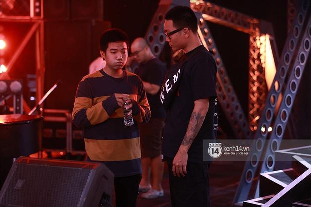 Độc quyền hậu trường Rap Việt: Suboi kề vai bá cổ với bộ 3 nghiêm túc Touliver - Rhymastic - JustaTee - Ảnh 10.