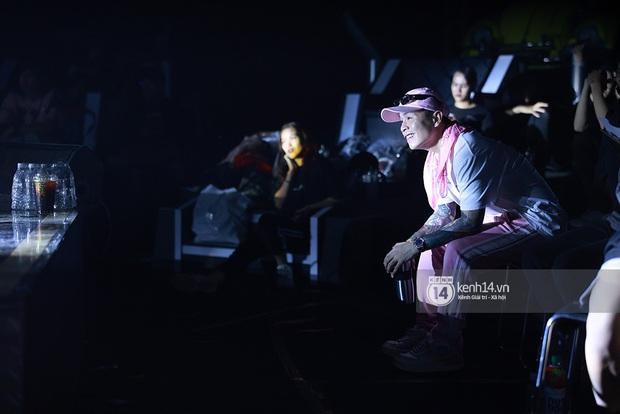 Độc quyền hậu trường Rap Việt: Suboi kề vai bá cổ với bộ 3 nghiêm túc Touliver - Rhymastic - JustaTee - Ảnh 17.