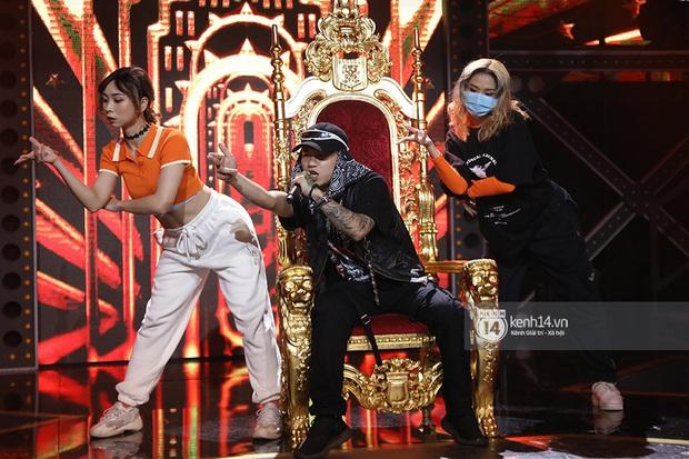 Độc quyền hậu trường Rap Việt: Suboi kề vai bá cổ với bộ 3 nghiêm túc Touliver - Rhymastic - JustaTee - Ảnh 18.
