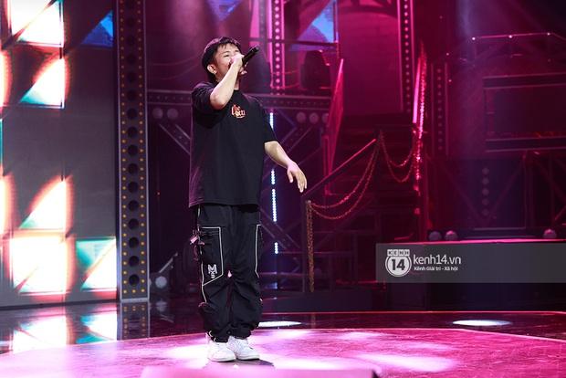 Độc quyền hậu trường Rap Việt: Suboi kề vai bá cổ với bộ 3 nghiêm túc Touliver - Rhymastic - JustaTee - Ảnh 6.