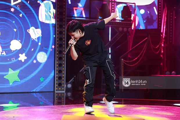 Độc quyền hậu trường Rap Việt: Suboi kề vai bá cổ với bộ 3 nghiêm túc Touliver - Rhymastic - JustaTee - Ảnh 7.