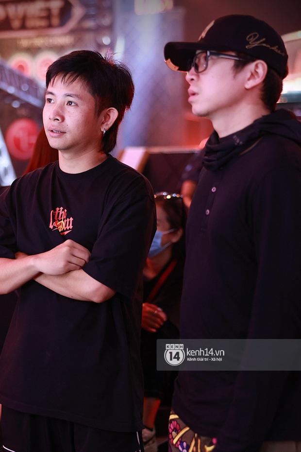 Độc quyền hậu trường Rap Việt: Suboi kề vai bá cổ với bộ 3 nghiêm túc Touliver - Rhymastic - JustaTee - Ảnh 4.