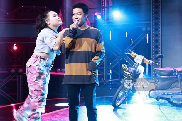 Độc quyền hậu trường Rap Việt: Suboi kề vai bá cổ với bộ 3 nghiêm túc Touliver - Rhymastic - JustaTee - Ảnh 8.
