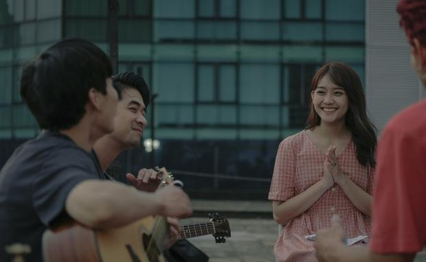 """Sài Gòn Trong Cơn Mưa ăn điểm cặp đôi trái dấu hút nhau cực, nhưng kể chuyện """"dùng tiền nuôi đam mê"""" chưa đủ thấm - Ảnh 8."""