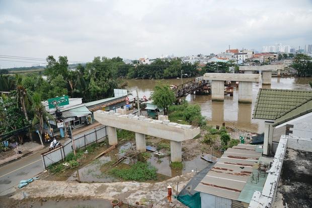 Những cây cầu hàng trăm tỷ xây mãi chưa xong, có dự án làm được một nửa rồi bỏ mặc gần 20 năm ở Sài Gòn - Ảnh 4.