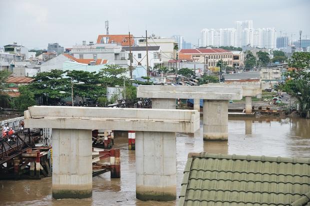 Những cây cầu hàng trăm tỷ xây mãi chưa xong, có dự án làm được một nửa rồi bỏ mặc gần 20 năm ở Sài Gòn - Ảnh 5.