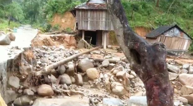 Sạt lở xóa sổ 1 làng ở Quảng Ngãi - Ảnh 2.