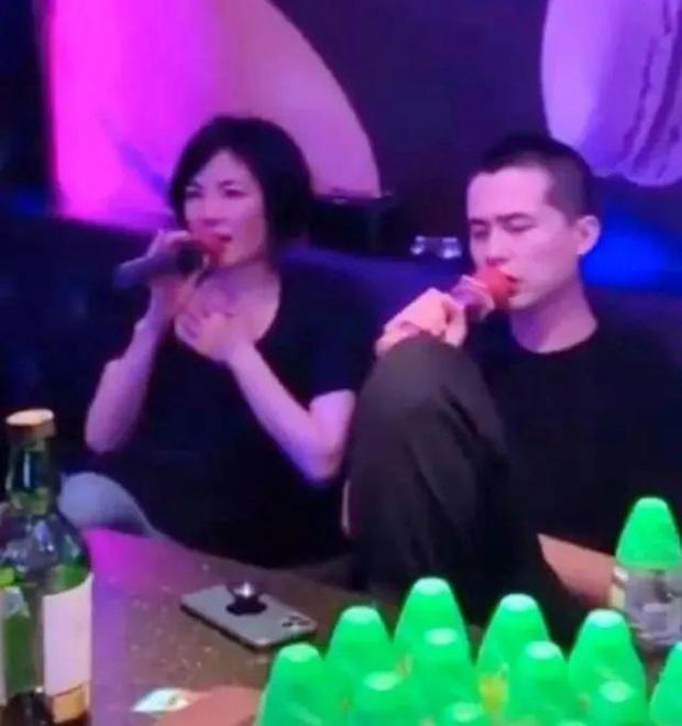 Phóng viên nổi tiếng Hong Kong tiết lộ bố của con trai thứ 3 nhà Trương Bá Chi là Tạ Đình Phong, cả 2 chuẩn bị tái hôn? - Ảnh 3.