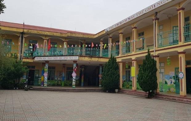 Trẻ mầm non 3 tuổi bị bỏ quên trong nhà vệ sinh ở Thanh Hóa - Ảnh 1.