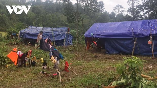 Quảng Bình:Núi xuất hiện vết nứt, dân bản Sắt phải di dời khẩn cấp - Ảnh 1.