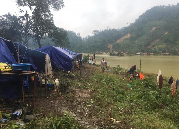 Quảng Bình:Núi xuất hiện vết nứt, dân bản Sắt phải di dời khẩn cấp - Ảnh 2.