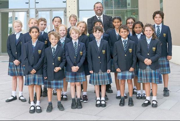 Nam sinh ở các nước mặc gì đi học: Nơi quy định mặc quốc phục khi mới vào lớp 1, nơi yêu cầu diện váy đến trường - Ảnh 8.