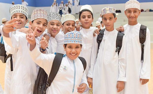 Nam sinh ở các nước mặc gì đi học: Nơi quy định mặc quốc phục khi mới vào lớp 1, nơi yêu cầu diện váy đến trường - Ảnh 11.