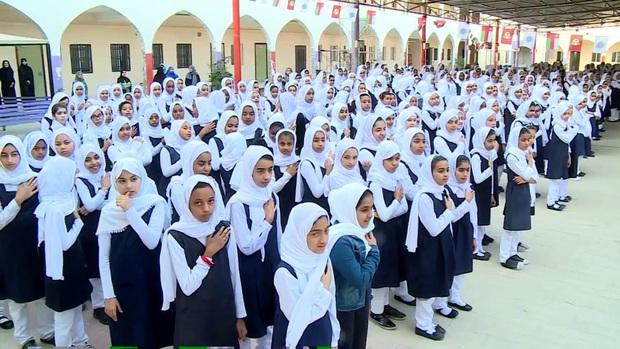 Nam sinh ở các nước mặc gì đi học: Nơi quy định mặc quốc phục khi mới vào lớp 1, nơi yêu cầu diện váy đến trường - Ảnh 13.